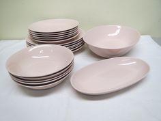 Arabian x-mallin astioita kauniissa vaaleanpunaisessa värissä. Astiat ovat ehjiä ja siistikuntoisia. MYYTY. Facebook Sign Up, Malta, Plates, Tableware, Licence Plates, Malt Beer, Dishes, Dinnerware, Griddles
