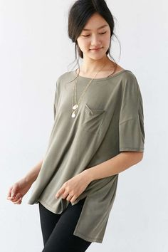 9aa5af20600701 Silence + Noise Freya Pocket Tee - Urban Outfitters small Pocket Detail
