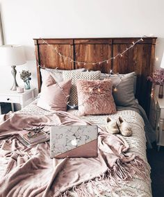 bedroom decor ideas for teens; Small and warm cozy bedroom ideas; Pink and grey bedroom;Minimalist home design. Dream Rooms, Dream Bedroom, Home Decor Bedroom, Modern Bedroom, Pretty Bedroom, White Bedroom, Stylish Bedroom, Bedroom Wall, Bedroom Ideas For Small Rooms Cozy