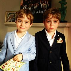 Here's Zac & Oliver Barker from Downton Abbey looking very smart with their DW Pocket Squares. Whether you're happy or sad they do top off your outfit ;) #Scarf #style #fashion #instamood #beauty #ootd #instafashion #picoftheday #art #buyerslife #fashiongram #instagood #luxury #dapper #designer #fashionblogger #fashionstylist #highfashion #fashionblog #accessories #fashionista #beautiful #model #pocketsquare @downtonabbey_official #Downton #DowntonAbbey #BehindTheScenes #TheFinalSeries…