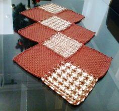 centro de mesa no tear quadrado de 20X 20, linha duna lisa e mesclada