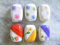 Sabonetes pintados a mão.