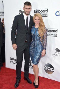 Shakira y Gerard Piqué posaron en la alfombra roja de los #BillaboardMusicAwards de Las Vegas. #elplanetadelasmarcas.es #welovefashion