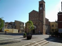 here is #SanSalvo square; this pretty town is located by the Adriatic sea in #Abruzzo region and has a nice and well taken care of, historical centre. #trips