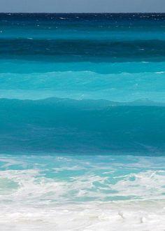 海。青のグラデーション。