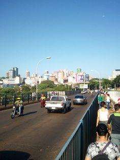 Visão de Ciudad del Este, na Ponte Internacional da Amizade, entre Brasil e Paraguai // Sight of Ciudad del Este, on International Friendship Bridge between Brazil and Paraguay