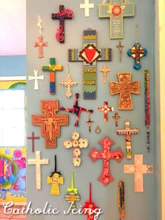 Crafting Crosses- 1 Wooden Cross 4 Different Ways Cross Wall Collage, Cross Wall Decor, Crosses Decor, Wall Crosses, Arts And Crafts For Adults, Diy Arts And Crafts, Crafts For Kids, Cross Crafts, New Crafts