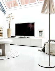living room I really like the windows Nordic Living Room, My Living Room, Home And Living, Living Spaces, Living Comedor, White Rooms, White Decor, Apartment Living, Home Fashion