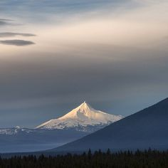 Mt. Jefferson with #blackbutte in the foreground. Great shot from @whitwhitehouse! #visitcentraloregon