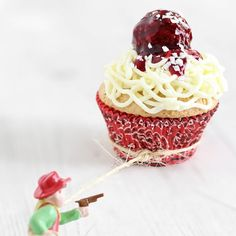 spaghetti and meat ball cupcake