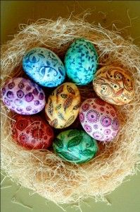 Easter eggs are a vital part of celebrations. Why not make this Easter extra special by making use of unique Easter egg decoration ideas? Let your Easter eggs look exclusive and absolutely amazing. Cool Easter Eggs, Easter Egg Crafts, Hoppy Easter, Art D'oeuf, Easter Egg Designs, Easter Ideas, Diy Ostern, Coloring Easter Eggs, Egg Coloring