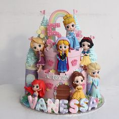 Image may contain: 3 people Disney Princess Centerpieces, Disney Princess Birthday Cakes, Castle Birthday Cakes, Disney Themed Cakes, Princess Birthday Party Decorations, Pig Birthday Cakes, Frozen Birthday Cake, Disney Cakes, Bolo Laura