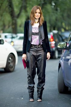 STREET-STYLE-SLOUCHY-LEATHER-PANTS-TROUSERS-OVERSIZED-BAGGY-DROP-CROTCH-EDITOR-VOGUE-AUSTRALIA-CHRISTINE-CENTENERA-VELVET-TUX-BLAZER-JACKET-PRINT-SHIRT-HIGH-COLLAR-NECKLACE-OPEN-TOE-BALENCIAGA-SLING-BACK-HEELS-MILAN