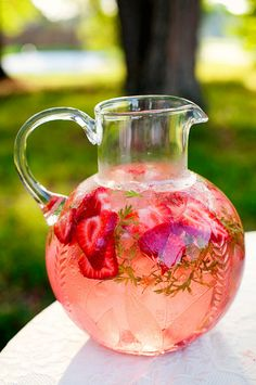 #yummy  #strawberry and rosemary lemonade with mint, it seems so nice and refreshing for the summer!