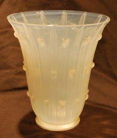 1097 R. Lalique Vase Bellis