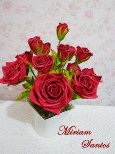 ROSAS ROJAS EN FOAMI     Arranjo com Rosas Vermelhas de Eva sem Frisador