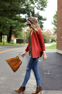 Penny Pincher Fashion (ppfgirl) casual fall outfit- Love her legs in those skinny jeans.