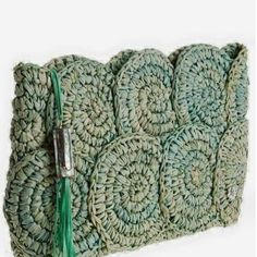 Newest Free Knitted bags Tips Crochet Raffia Bag Pattern Rio Raffia Clutch Croc… - My Bag Ideas Crochet Clutch Bags, Free Crochet Bag, Crochet Shell Stitch, Crochet Tote, Crochet Handbags, Crochet Purses, Filet Crochet, Crochet Clutch Pattern, Chunky Crochet