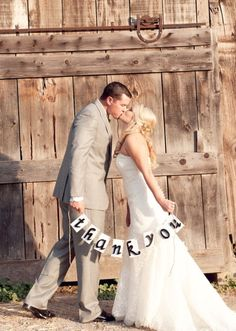 take a thank you picture at wedding to write your thank you cards on