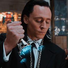 Loki Avengers, Loki Marvel, Loki Thor, Tom Hiddleston Loki, Loki Laufeyson, Marvel Characters, Marvel Movies, Loki Aesthetic, Loki Drawing