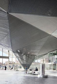 Visión interior accesos. Estación de alta velocidad de Logroño por Ábalos+Sentkiewicz Arquitectos. Fotografía © José Hevia.