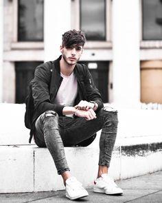 mens jeans for men Mode Hip Hop, Mens Photoshoot Poses, Urban Fashion, Mens Fashion, Mode Man, Masculine Style, Photography Poses For Men, Fashion Photography, Beastie Boys