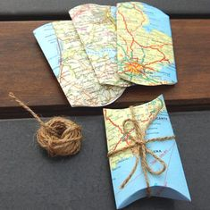 Things you can make with old maps. DIY ideas for old maps. Creative ways to use old maps in crafts and art. Craft Gifts, Diy Gifts, Map Crafts, Ideias Diy, Old Maps, Pillow Box, Wrapping Ideas, Wrapping Gifts, Creative Gift Wrapping