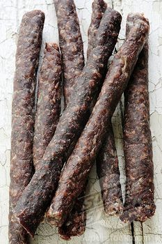 South African biltong, Droewors Wors, dry sausages South African Desserts, South African Recipes, Curry Recipes, Paleo Recipes, Cooking Recipes, Home Made Sausage, Charcuterie Cheese, Long Term Food Storage, Biltong
