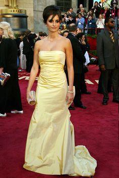 Penelope Cruz in Oscar de la Renta at the Academy Awards...2005