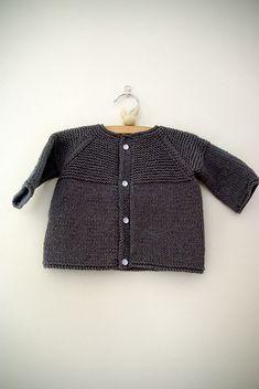 FREE PATTERN - Baby Yoke Cardi (Source : http://www.ravelry.com/projects/berlilechat/garter-yoke-baby-cardi) #free #pattern #knitting #baby #cardigan