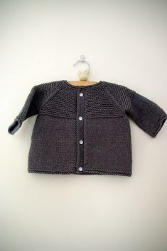 FREE PATTERN - Baby Yoke Cardi (Source : http://www.ravelry.com/projects/berlilechat/garter-yoke-baby-cardi) #free #pattern #knitting #baby #cardigan