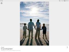 Een opvoedingsstijl is hoe je ouders je grootbrengen, bv weinig eisen stellen,... in dit artikel wordt nauw beschreven wat voor opvoedingsstijlen er zijn en verdere uitleg. http://www.anababa.nl/opvoeding/theorie/opvoedingsstijlen