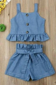 Curso Online de Modelagem, Corte e Costura + 300 Moldes – Nombres de bebés y ropa de bebé. Frocks For Girls, Little Girl Outfits, Little Girl Dresses, Kids Outfits, Girls Frock Design, Baby Dress Design, Baby Frocks Designs, Kids Frocks Design, Kids Dress Wear