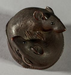 Signed Antique Japanese 19C Carved Boxwood Rats Netsuke. The fine 19th century boxwood carving of two rats is signed on the underside with Japanese characters. The realistically carved rats have horn or glass eyes.