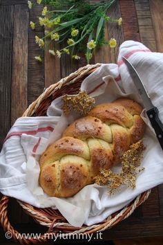 Treccia di Panigada (pane dolce coi fiori di sambuco)