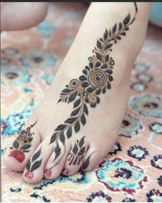 Simple Feet Mehndi Designs Ideas - The Handmade Crafts Modern Henna Designs, Indian Henna Designs, Henna Tattoo Designs Simple, Floral Henna Designs, Finger Henna Designs, Latest Bridal Mehndi Designs, Mehndi Designs Book, Legs Mehndi Design, Mehndi Design Photos