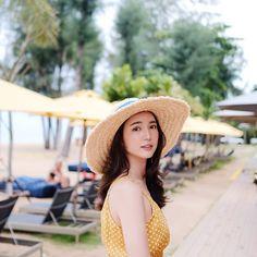 Cute Korean Girl, Asian Girl, Casual Outfits, Fashion Outfits, Womens Fashion, Korean Fashion Trends, Beach Look, Ulzzang Girl, Girl Photos