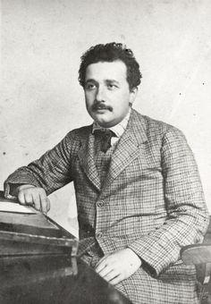 Einstein, Albert (1879-1955) im Patentamt Bern. Portr_05937