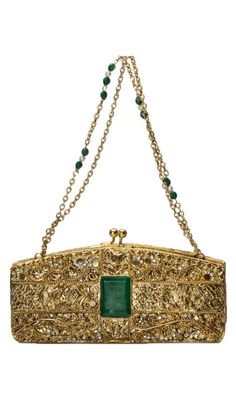 See our collection of Indian bags from top Indian fashion designers. Buy purses and ladies' clutches online from India to brighten up your outfit. Unique Handbags, Purses And Handbags, Bridal Clutch, Vintage Purses, Online Bags, Beautiful Bags, Evening Bags, Fashion Bags, Indian Fashion
