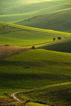 The South Downs - East Sussex - England. Wouldn't mind swapping the office for a bit of English countryside right now! England Countryside, British Countryside, Image Nature, England And Scotland, Essex England, South East England, England Uk, Voyage Europe, East Sussex