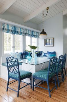 House Of Turquoise, Futuristic Interior, Interior Design Boards, Cozy Kitchen, Crisp Kitchen, Kitchen Dining, Dining Nook, Dining Table, Family Room Design