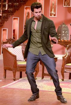 Hrithik Roshan showing off his dance moves on Comedy Nights with Kapil to promote his upcoming film 'Krrish 3'. #Bollywood #Fashion #Style