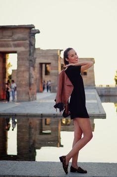 #VESTIDO NEGRO Y #SLIPPERS #ANIMAL #PRINT by Corazón de Maniquí** http://www.venca.es/moda-mujer/calzado/zapatos-planos-mocasines-mujer-con-flecos-440033-1IW-IW-n1041100.htm