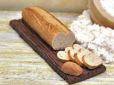 Miniatura baguette su tagliere  Pane in scala 1:12 di PiccoliSpazi