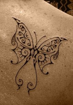 Butterfly Tattoo on Female Shoulder Blade Body Tattoos, Cute Tattoos, Beautiful Tattoos, New Tattoos, Tribal Tattoos, Small Tattoos, Tatoos, Geniale Tattoos, Butterfly Tattoo Designs