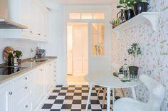 #styling #homestyling #kitchen #kök Styling av sekelskiftesvåning på Östermalm | Move2
