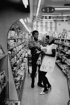 1968 Dionne Warwick and husband shopping in a grocery store.
