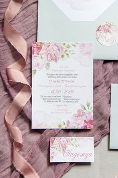 Заказать нежные приглашения в сиреневом цвете в Краснодаре, приглашения в конверте, свадебные пригласительные, подпись каллиграфией