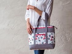All aboard! Stitch up this nautical tote and get ready to set sail.