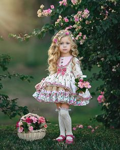 Little girl dresses, vintage girls dresses, kids fashion photography, child Vintage Girls Dresses, Little Girl Dresses, Vintage Kids Clothes, Cute Little Girls, Cute Kids, Adorable Petite Fille, Kind Photo, Kids Fashion Photography, Classic Photography